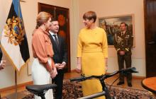 Президент Эстонии Кальюлайд сделала подарок Зеленскому с намеком