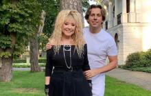 Алла Пугачева игриво позвала Максима Галкина на рандеву в траве