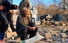 """Больше чем фото: русскоязычный пенсионер на руинах своего дома - РФ """"спасала"""" его артобстрелом, а он чудом выжил"""
