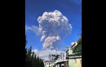 Конец света приближается: в Индонезии проснулся древний вулкан Синабунг, готовый уничтожить все живое на планете