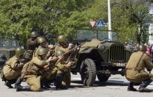 """В Луганске возле """"МВД"""" боевиков прогремели мощные взрывы и стрельба: появились первые фото и подробности"""