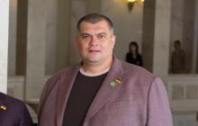 """Под Одессой """"полуголого"""" и с пивом """"слугу народа"""" Юзика заметили на пляже: в Сети опубликовали фото"""