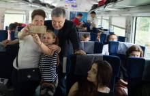 """Без охраны и сопровождения: Порошенко с женой проехался в """"Интерсити"""" – фото"""