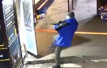 В Киеве вооруженная банда с автоматами напала на рынок на Троещине: все пылает