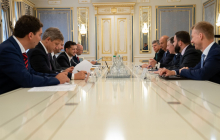 Зеленский провел срочную встречу с Куртом Волкером из-за Донбасса
