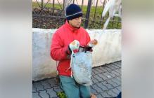 Здоров как боров: возле военного госпиталя прохожие разоблачили мошенника, притворявшегося инвалидом войны на Донбассе, – кадры