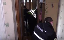 В Киеве рядом с мертвыми супругами нашли живого ребенка: новые кадры с места резонансной смерти