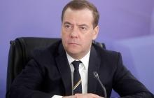 """Медведев насмешил Сеть поздравлением с 8 Марта: """"Показал навыки сурдопереводчика"""", - видео"""