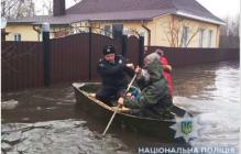 Наводнение в Сумской области: город Ахтырка заливает водой, спасатели экстренно эвакуируют местное население - кадры