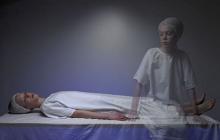 Женщина во время клинической смерти столкнулась с необъяснимой сущностью, показавшей все ее прошлые жизни