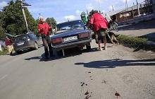 В Винницкой области овчарку привязали цепью к авто и таскали по городу – кадры не для слабонервных