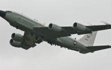 Американский разведчик в аннексированном Крыму: самолет выполняет важную миссию - кадры
