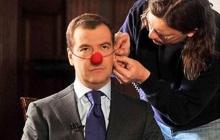 Мальчик Медведев от слов Лукашенко сжал свои маленькие кулачки и тихо замер