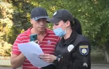 Полицейские приехали на вызов в Запорожье и еле отбились от кусающегося мужчины