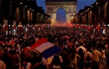 Во Франции бурно отметили победу сборной на ЧМ-2018: два человека погибли, Елисейские поля эвакуировали