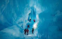 В Антарктиде украинские полярники нашли гигантский подледный мир и перо неизвестной птицы