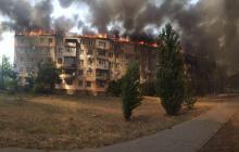 Пожар в 5-этажке в Новой Каховке: вся крыша охвачена огнем, арестован вероятный поджигатель