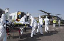 Коронавирус во Франции: 4 376 новых случаев заражения, больных забирают на военных вертолетах в соседние страны