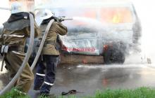 Автобус выгорел до тла, погибла собака: под Днепром взорвался микроавтобус с депутатом  Чернявским - кадры