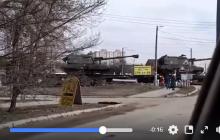 Переброска Россией тяжелой бронетехники на Донбасс: в Сети показали тревожное видео из Ростовской области