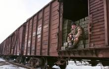 """Кремль перебросил на Донбасс смертоносное оружие: в """"ДНР"""" прибыло 10 вагонов, забитых минометами и 152-мм артиллерией"""