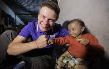 """""""Очень больно и тяжело"""", - Комаров сообщил о смерти самого маленького человека в мире – что известно"""