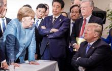 """""""Теперь не говори, что я тебе ничего не даю"""", - Трамп показательно бросил Меркель конфеты из-за конфликта в G7"""