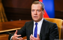 """Медведев заявил, что Россия напала на корабли Украины в Керченском проливе, пытаясь """"наладить отношения"""""""
