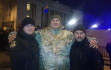 Под Радой задержали участников митинга: в МВД обвиняют троих в убийстве семьи на Донбассе