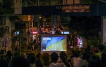 Протестующие Гонконга смотрят фильм о Майдане: мощные кадры