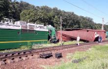 На Одесской железной дороге масштабное происшествие: после столкновения вагоны полетели с насыпи