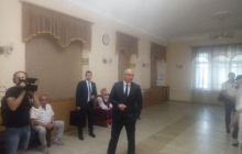 Парубий оконфузился при журналистах прямо на избирательном участке: произошло непредвиденное - фото