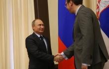 Неудачное фото Путина взорвало соцсети: из-за роста на встрече с президентом Сербии произошел скандальный казус