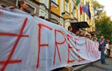 Украина потрясена приговором суда Италии военному Виталию Маркиву: сотни украинцев вышли к посольству - кадры