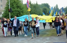 Вместе радовались победе: Лисичанск отпраздновал четвертую годовщину освобождения от боевиков - кадры