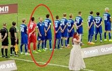 Украинский футболист демонстративно отвернулся от флага РФ перед матчем: у россиян массовый психоз в СМИ