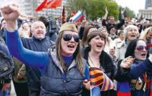 """В захваченном Ирмино восстание, народ пообещал """"ЛНРовцам"""": """"Сметем вас всех и попросимся назад в Украину"""""""