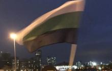 Москва теряет контроль над ситуацией: на митинге в Екатеринбурге замечены люди с флагом Уральской республики – кадры