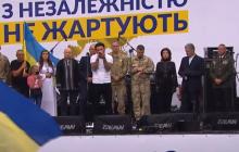 """Солист """"KOZAK SYSTEM"""" Иван Леньо довел всех до слез песней о погибших воинах"""