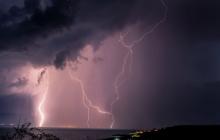 """Сильный ураган может обрушить дамбы в Санкт-Петербурге: город на """"осадном положении"""""""