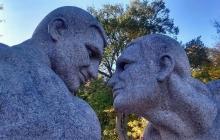 На Житомирщине установили памятник голым братьям Кличко – кадры