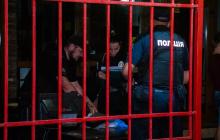 В Киеве неадекват в кафе стал стрелять по людям: трое раненых - первые фото с места ЧП