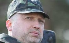 """Турчинов жестко ответил Гриценко, назвав его """"героем фейсбука"""", который """"ездил в АТО на фотосессии"""""""