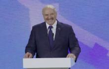 """""""А вы не стесняйтесь"""", - Зеленский заставил Лукашенко хохотать на форуме в Житомире"""
