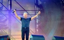 В Донецке певец Газманов провалился под сцену во время концерта: видео эпичного падения артиста Путина высмеяли в Сети
