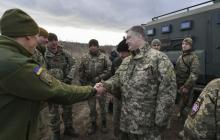 Фото поездки Петра Порошенко в зону ООС на Донбасс: кадры с военными и ликующей толпой покорили Сеть