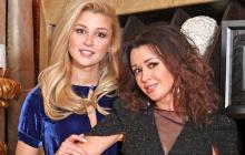 """После возвращения Анастасии Заворотнюк из онкоцентра домой ее дочь """"прощается"""""""