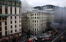 В Москве горит старинное здание: в огне 4 этажа, хотят привлечь вертолеты