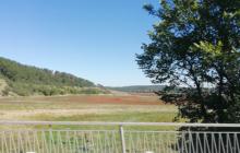 Воды нет совсем, на дне растительность: новые кадры Симферопольского водохранилища облетели Сеть