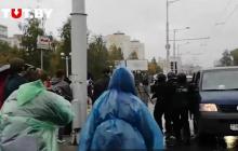 Протестующие в Минске ответили на избиение и нападение ОМОНа - силовики бежали